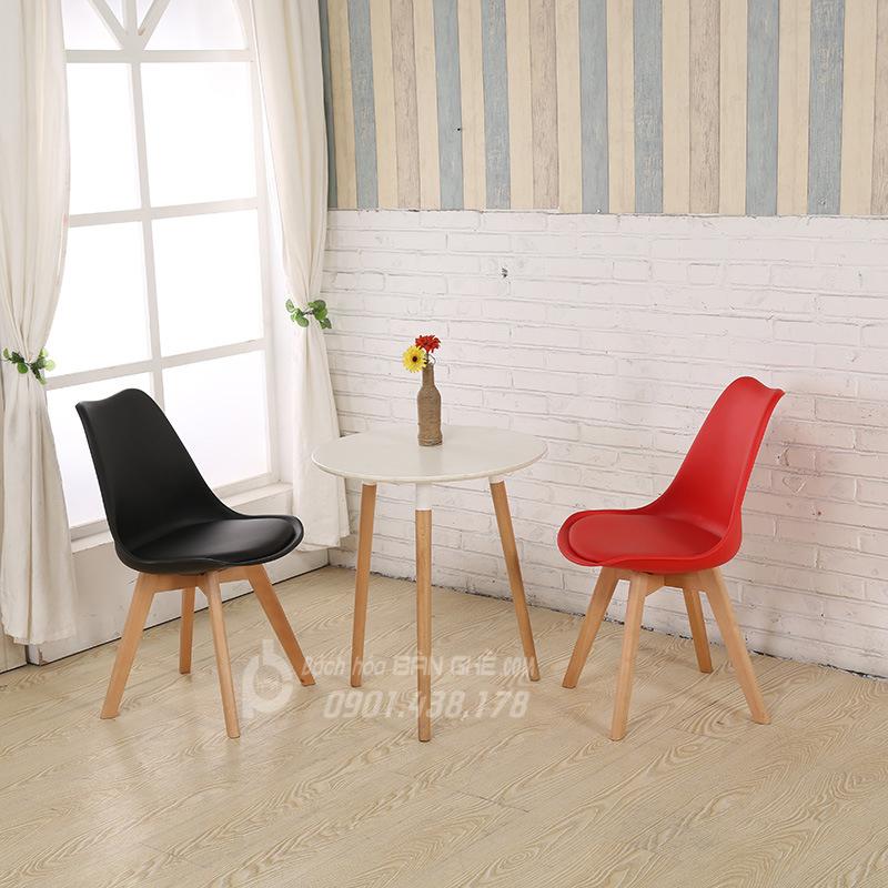 Bộ bàn tròn 3 chân 2 ghế nhựa có nệm GLM05