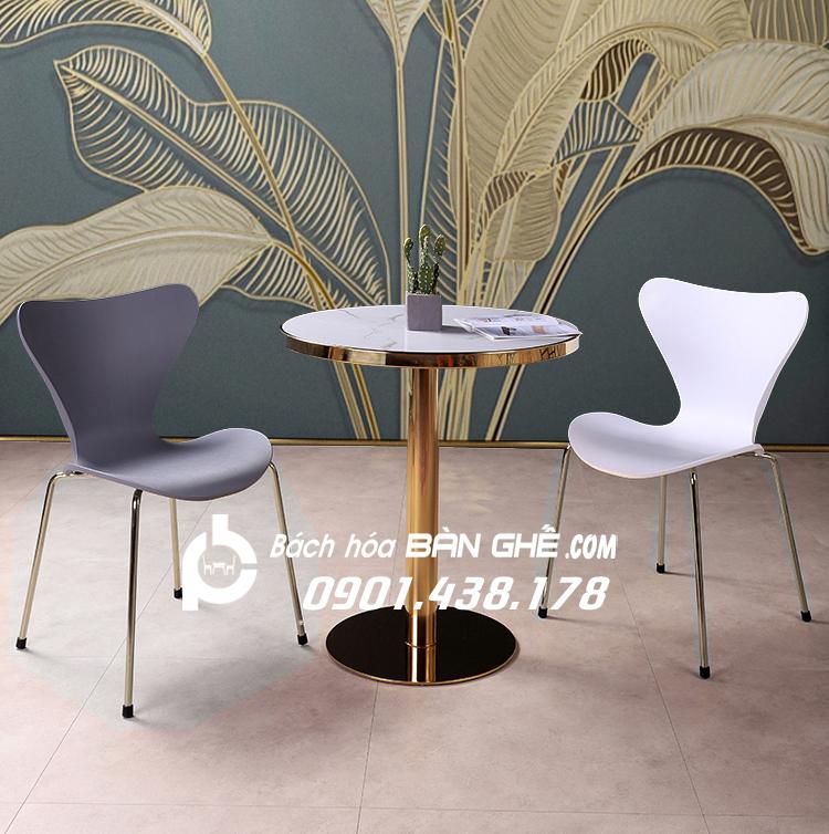 Bộ bàn ghế tiếp khách bàn chân trụ vàng 2 ghế nhựa trái tim chân mạ crom GLM105