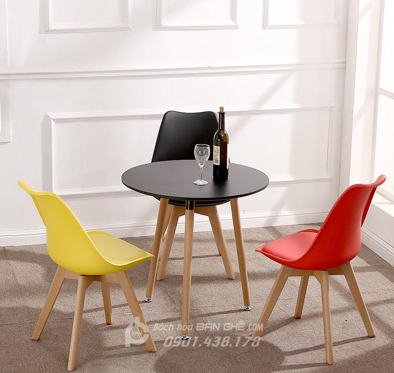 Bộ bàn tròn 3 chân 3 ghế nhựa có nệm GLM05