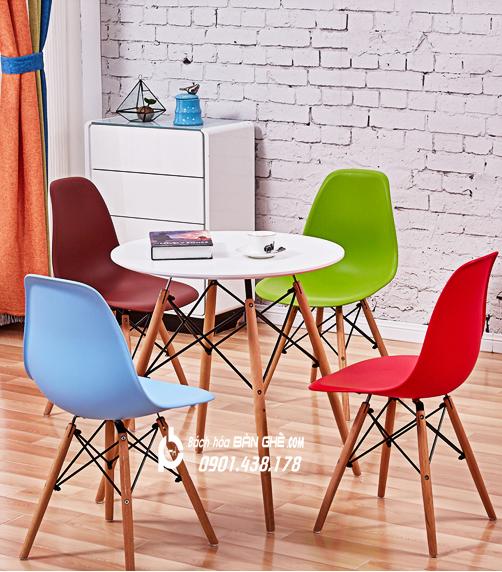 Bộ bàn ghế cafe bàn tròn 4 chân màu trắng ghế nhựa GLM09