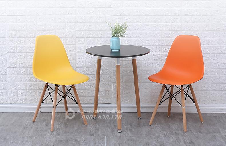 Bộ bàn tròn 3 chân 2 ghế nhựa GLM09