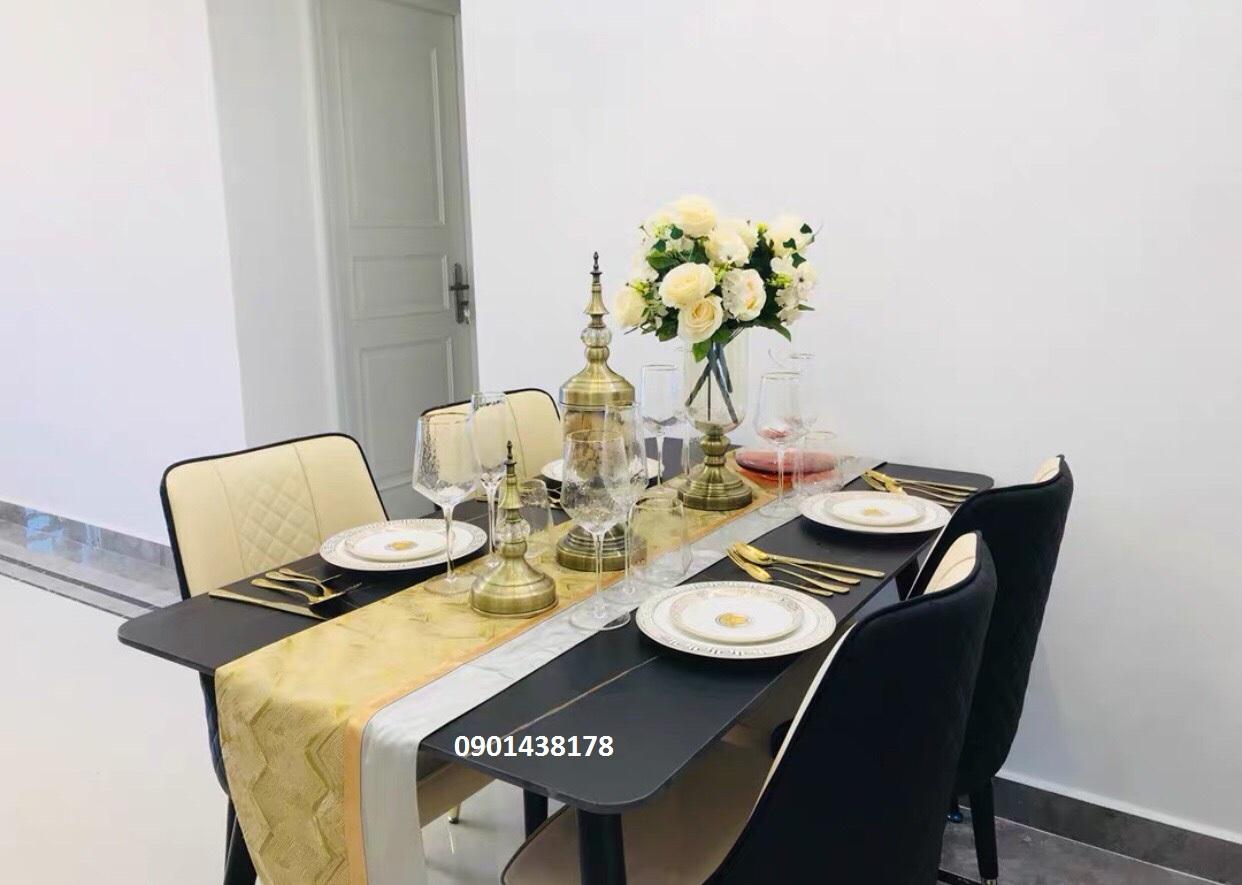 Bộ bàn ăn mặt đá ceramic màu đen ghế da Louis
